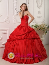 Parral Mexico Wholesale Princess Strapless Ruching Sweetheart Neckline Beaded Decorate Red Taffeta 2013 Quinceanera Dress Style QDZY111FOR