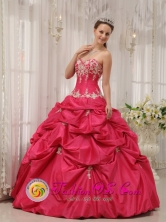 2013 Spring Formal Quinceanera Dresses Coral Red Appliques Sweetheart with Pick-ups Constanza Dominican Style QDZY655FOR