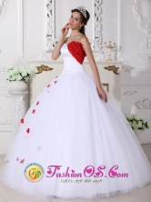 2013 White and Red Sweetheart Neckline Quinceanera Dress With Hand Made Flowers Decorate In Mao Dominican  Style QDZY106FOR