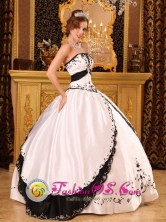 Floral Embroidery On Satin Classical White and Black Strapless Ball Gown for Sweet 16 Moca Dominican Style QDZY102FOR