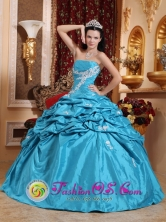 Summer Appliques Decorate Pick-ups Taffeta and Floor-length Teal Strapless Quinceanera Dress For 2013 Cotui Dominican Style QDZY562FOR