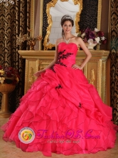 2013 Ica Peru Spring Appliques Decorate Bodice Pretty Red wholesale Quinceanera Dress Sweetheart Floor length Organza Ball Gown Style QDZY317FOR