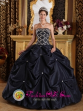 2013 Puerto Maldonado Peru Stylish wholesale Quinceanera Gown Black Beaded Decorate Bodice Strapless With Pick-ups Style QDZY173FOR