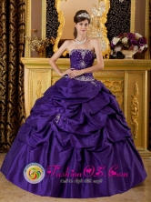 Chanchamayo Peru Purple Beautiful wholesale Ball Gown For Sweet 16 With Beaded Bodice and Pick-ups Custom Made Style QDZY169FOR