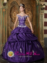 Lambayeque Peru Sweet Off Shoulder Taffeta Quinceanera Dress For Sweet 16 wholesale Quinceanera With Appliques Decorate in Summer Style QDZY135FOR