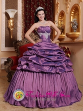 Tarapoto Peru Stylish Lavender Pick-ups wholesale Quinceanera Ball Gown Dress With Taffeta Exquisite Appliques Style QDZY638FOR