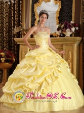 2013 Pe uelas Puerto Rico Latest Ball Gown Quinceanera Dress Light Yellow Taffeta Beaded Decorate Yet Pick-ups Wholesale Style QDZY212FOR