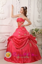 2013 New Arrival Princess  Wholesale Red Strapless Pick-ups Beading and Appliques Decorate For 2013 Quinceanera Dress In Clarines Venezuela Style QDZY025FOR