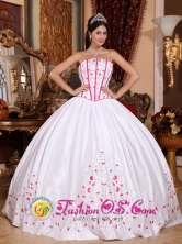 2013 Spring White  Wholesale Taffeta Quinceanera Dress With Beading and Embroidery In Bailadores Venezuela Style QDZY670FOR