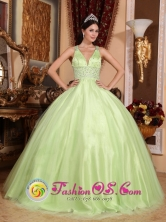 2013 Wear A Simple V-neck Yellow Green Wholesale  Beautiful Quinceanera Dress  In Santa Lucia Venezuela Style FOR