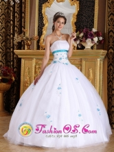 2013  Wholesale Winter Quinceanera Appliques Decorate For Vintage White Quinceanera Dress With White Tulle In Pariguan Venezuela Style QDZY283FOR