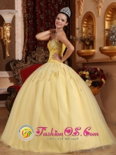 Beaded  Wholesale Decorate Sweetheart Light Yellow Floor-length Tulle Quinceanera Dresses For 2013 Spring Quinceanera In Mamporal Venezuela Style QDZY725FOR