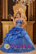 Cajamarca Peru Customized Strapless Beading and Appliques Decorate Pick ups wholesale Ball Gown for Sweet 16 Style QDZY067FOR