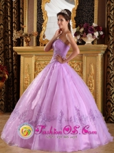 Customized Strapless Lavender Wholesale Appliques Decorate and Ruching Organza Quinceanera Dress In Mapire Venezuela Style QDZY047FOR