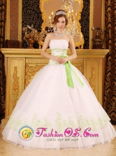 Discount White 2013  Wholesale Quinceanera Dress Strapless Organza Appliques Bow Decorate In Elorza Venezuela Style QDZY076FOR
