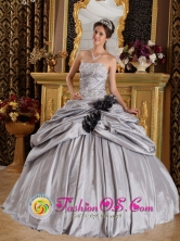 Gray Wholesale Quinceanera Dress For 2013 Strapless Taffeta Ball Gown Appliques Hand Made Flower Decorate In Bruzual Venezuela Style QDZY195FOR