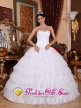 With Many tiers Strapless Wholesale Beaded Decorate Taffeta and Tulle White Quinceanera Dress For 2013 Summer Quinceanera In Upata Venezuela Style QDZY726FOR