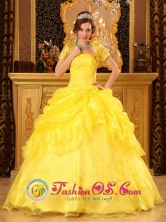 Yellow  Wholesale Quinceanera Dress With Floor-length Pick-ups Ball Gown For Strapless and Appliques In San Casimiro Venezuela Style QDZY016FOR