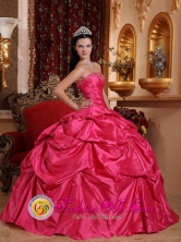2013 La Macarena Colombia Wholesale Fashionable Hot Pink Ball Gown Strapless Quinceanera Dresses With Pick-ups and Ruch For Sweet 16 Style QDZY585FOR