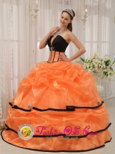 2013 San Pedro Colombia Wholesale Pretty Black and orange Quinceanera Strapless Satin and Organza Dress For Summer Style QDZY432FOR