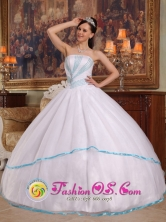 Beading Gorgeous White Strapless Organza Ball Gown For 2013 La Virginia Colombia Wholesale Quinceanera Style QDZY271FOR