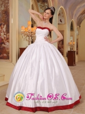 El Bagre Colombia Wholesale Sweetheart White and Red Beautiful Quinceanera Dress With Satin For Winter  Style QDZY412FOR