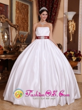 Paz de Ariporo Colombia Wholesale White New Beaded Ribbon Elegant Quinceanera Dress for Military Ball  Style QDZY555FOR