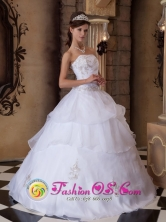 Strapless Appliques White Wholesale Quinceanera Dress With Pick-ups in 2013 Dosquebradas Colombia Summer Style Style QDZY001FOR