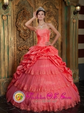 Popular Lace Appliques Decorate Watermelon Red 2013 La Esperanza Honduras Sweetheart Ball Gown Quinceanera Dress  Style QDZY147FOR