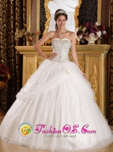 Spring White Quinceanera Dress With Sweetheart Beaded Bodice and Pick-ups Tulle In Villanueva Honduras Style QDZY401FOR