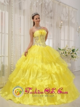 Yellow Sweet Quinceanera Ball Gown Dress For 2013 Cofradia Honduras Strapless Taffeta and Organza With Beading  Style QDZY476FOR