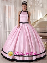 For Sweet 16 Bateau Taffeta Affordable Baby Pink and Black Quinceanera Dress In Chimbas  Argentina Style PDZY629FOR