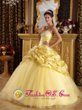 Custom Made 2013  Circasia Colombia Modest Beaded Decorate Hand Made Flowers And Pick-ups Yellow Quinceanera Dress Style QDZY214FOR